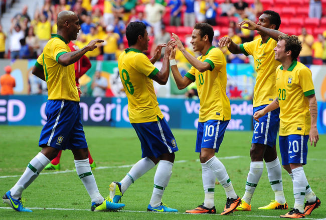 BRASILIA, BRAZIL - SEPTEMBER 07:(L-R) Maicon, Paulinho, Neymar, Jo and Bernad of Brazil celebrate a scored goal against Australia during the International friendly between Brazil and Australia at Mane Garrincha Stadium on September 07, 2013 in Brasilia, B