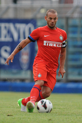Wesley Snejider was gone from Inter nearly as fast as these ill-considered red kits.