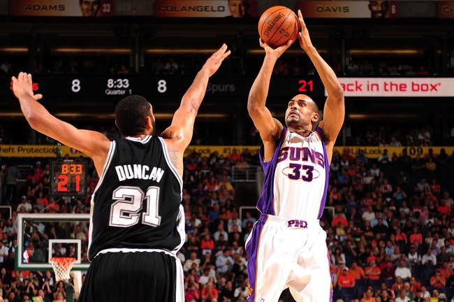 Hi-res-98700993-grant-hill-of-the-phoenix-suns-shoots-the-outside-jump_crop_650