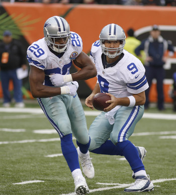 Tony Romo fakes handoff to DeMarco Murray
