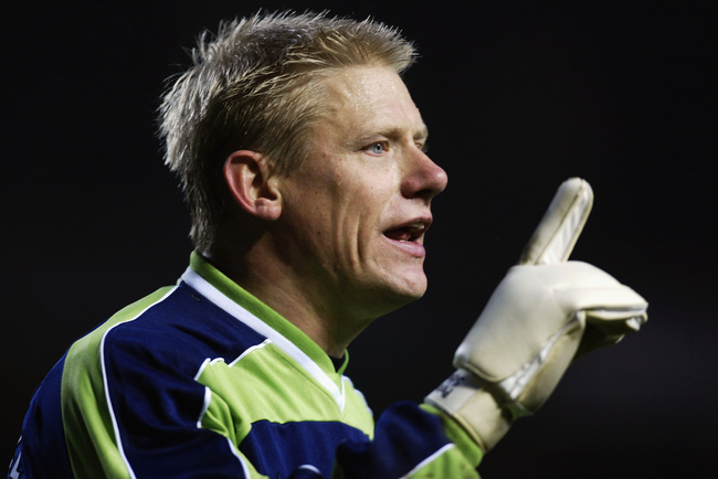 Hi-res-1694066-peter-schmeichel-of-manchester-city-instructing-his-team_crop_650