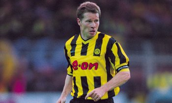 Hi-res-968827-sep-2001-stefan-reuter-of-borussia-dortmund-on-the-ball_display_image