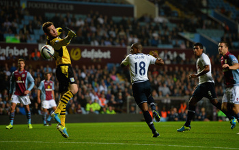 Jermain Defoe nods in Spurs' opener.