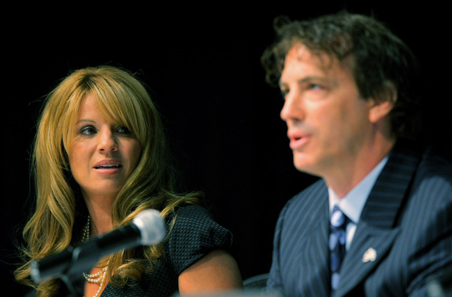 Hi-res-88954026-debbie-sakic-listens-as-he-husband-joe-sakic-announces_crop_650