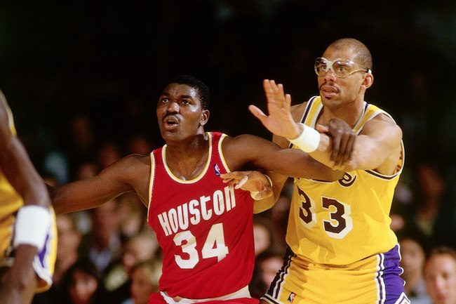 Hi-res-52969324-hakeem-olajuwon-of-the-houston-rockets-battles-for_crop_650