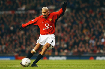 Hi-res-2373539-juan-sebastian-veron-of-manchester-united-striking-the_display_image