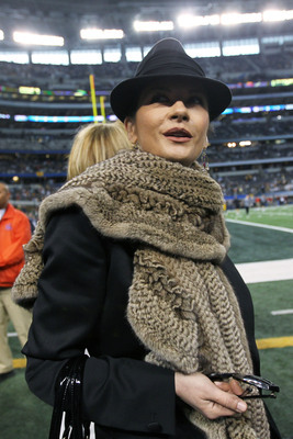 Hi-res-108868257-actress-catherine-zeta-jones-walks-on-the-sidelines_display_image