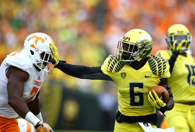 Hi-res-181171289-deanthony-thomas-of-the-oregon-ducks-gives-a-stiff-arm_crop_650x440