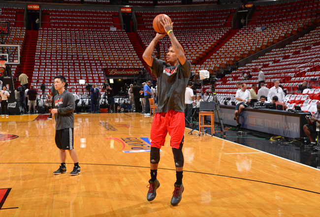 Hi-res-168818758-derrick-rose-of-the-chicago-bulls-warms-up-prior-to-the_crop_650x440