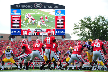 Hi-res-182173231-aaron-murray-of-the-georgia-bulldogs-drops-back-to-pass_display_image