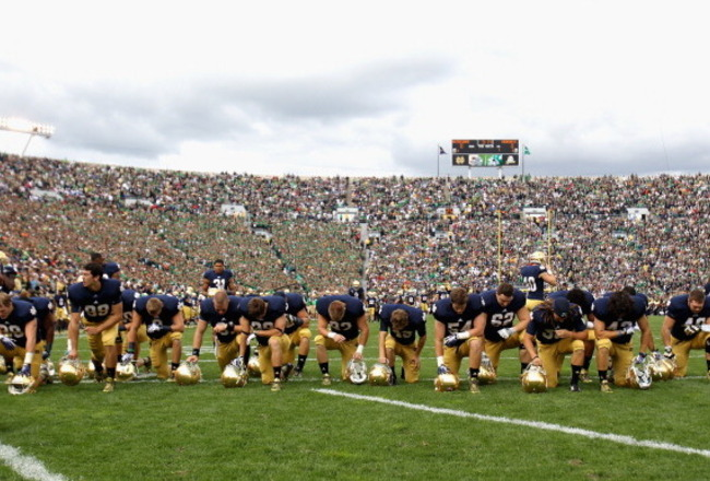 181507821-members-of-the-notre-dame-fighting-irish-pray-before-a_crop_650x440