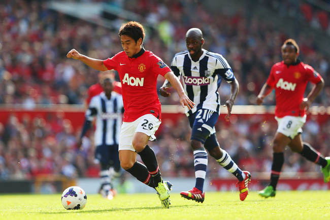 Hi-res-182104563-shinji-kagawa-of-manchester-united-breaks-free-from_crop_650