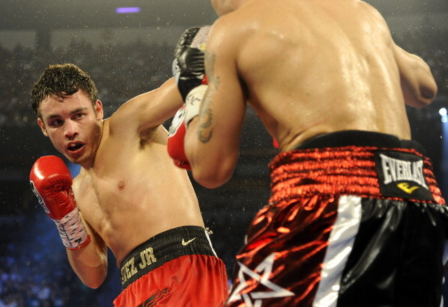 152062039-julio-cesar-chavez-jr-blocks-a-punch-from-sergio_crop_650