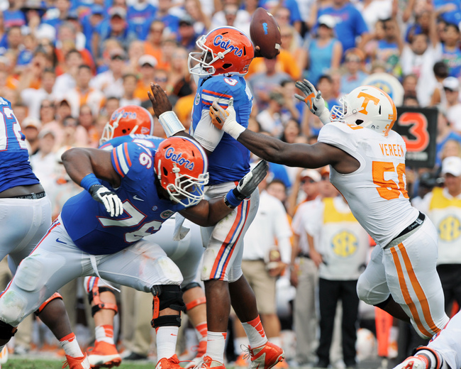 Hi-res-181932399-quarterback-tyler-murphy-of-the-florida-gators-passes_crop_650