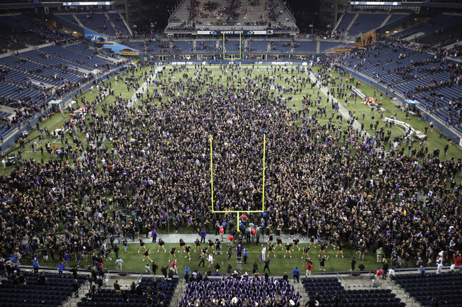 Hi-res-153103021-husky-fans-storm-the-field-after-defeating-the-stanford_crop_650