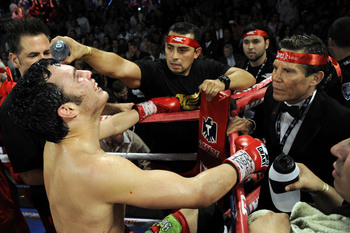 Hi-res-152062033-julio-cesar-chavez-jr-and-julio-cesar-chavez-sr-await_display_image