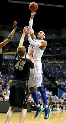Hi-res-163780380-willie-cauley-stein-of-the-kentucky-wildcats-shoots_display_image