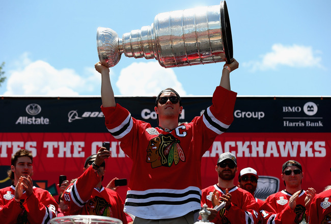 Hi-res-173246602-jonathan-toews-of-the-chicago-blackhawks-kisses-the_crop_650x440