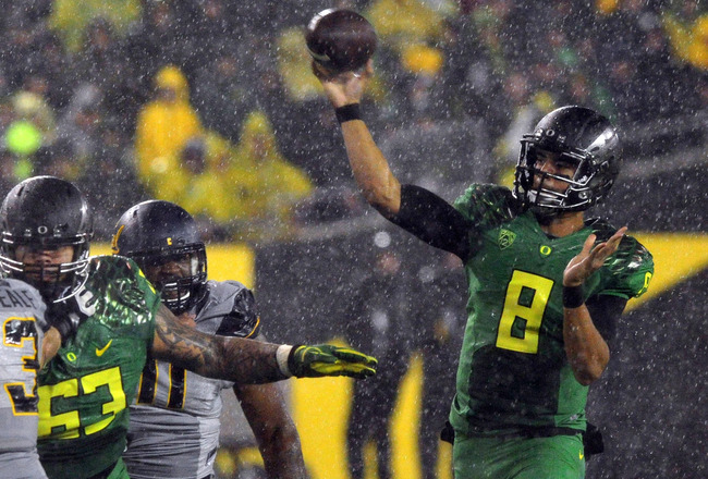 Hi-res-182264076-quarterback-marcus-mariota-of-the-oregon-ducks-passes_crop_650x440
