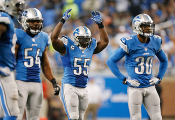 Hi-res-182305788-stephen-tulloch-of-the-detroit-lions-fires-up-the-crowd_display_image