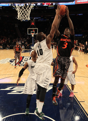 Hi-res-163608164-shaquille-thomas-of-the-cincinnati-bearcats-goes-up-for_display_image
