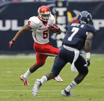 Hi-res-153059089-charles-sims-of-the-houston-cougars-looks-for-room-to_display_image