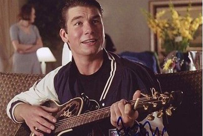 Jerry-oconnell-signed-jerry-maguire-8x10-photo-wcoa_0522dec1b8e829f8e3161fb52e03fe34_crop_650