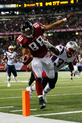Hi-res-182451604-tony-gonzalez-of-the-atlanta-falcons-scores-a-touchdown_display_image