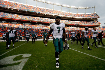Hi-res-182449398-michael-vick-of-the-philadelphia-eagles-walks-on-the_display_image