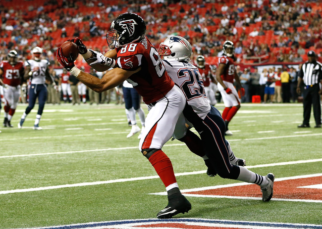 Hi-res-182453814-tony-gonzalez-of-the-atlanta-falcons-pulls-in-this_crop_650