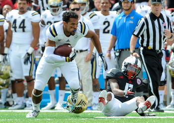 Hi-res-180922285-running-back-jordon-james-of-the-ucla-bruins-runs-away_display_image