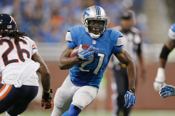 Hi-res-182305594-reggie-bush-of-the-detroit-lions-looks-for-an-opening_display_image