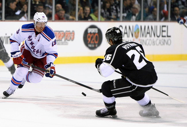 Hi-res-182084282-brad-richards-of-the-new-york-rangers-brings-the-puck_crop_650x440