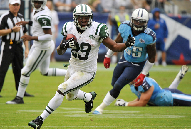 Hi-res-182406996-bilal-powell-of-the-new-york-jets-rushes-against-the_crop_650x440