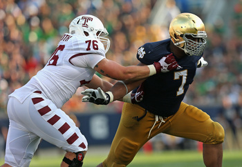 Hi-res-181170840-stephon-tuitt-of-the-notre-dame-fighting-irish-rushes_display_image