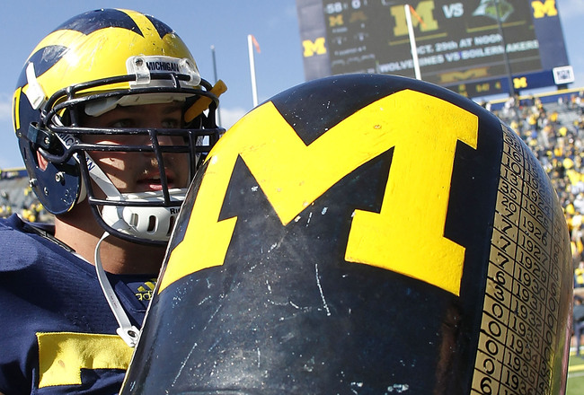 Hi-res-127784923-taylor-lewan-of-the-michigan-wolverines-carries-the_crop_650x440