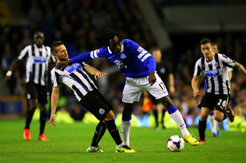 Hi-res-182553804-romelu-lukaku-of-everton-holds-off-yohan-cabaye-of_display_image