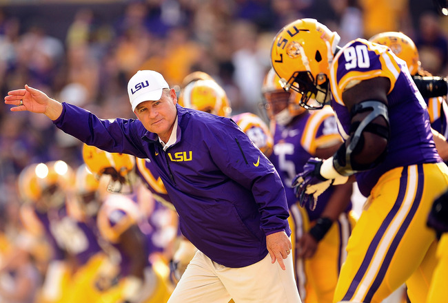 Hi-res-180586448-les-miles-head-coach-of-the-lsu-tigers-takes-the-field_crop_650x440