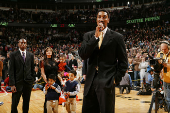 Hi-res-56409223-scottie-pippen-of-the-chicago-bulls-addresses-the-crowd_display_image