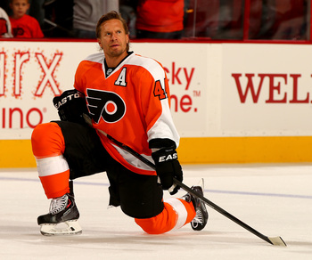Hi-res-180887844-kimmo-timonen-of-the-philadelphia-flyers-stretches_display_image