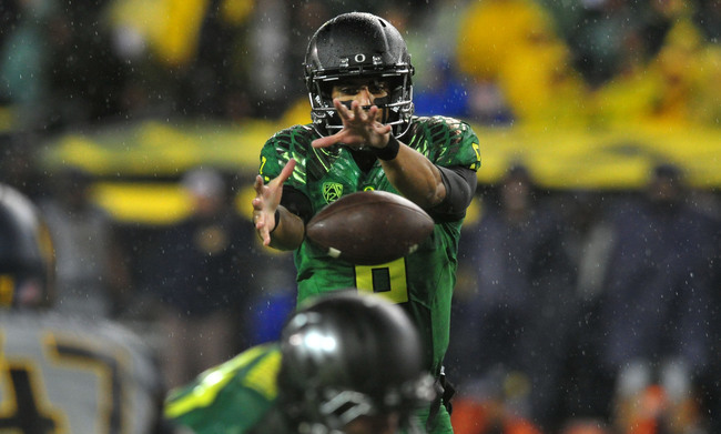 Hi-res-182282690-quarterback-marcus-mariota-of-the-oregon-ducks-handles_crop_650