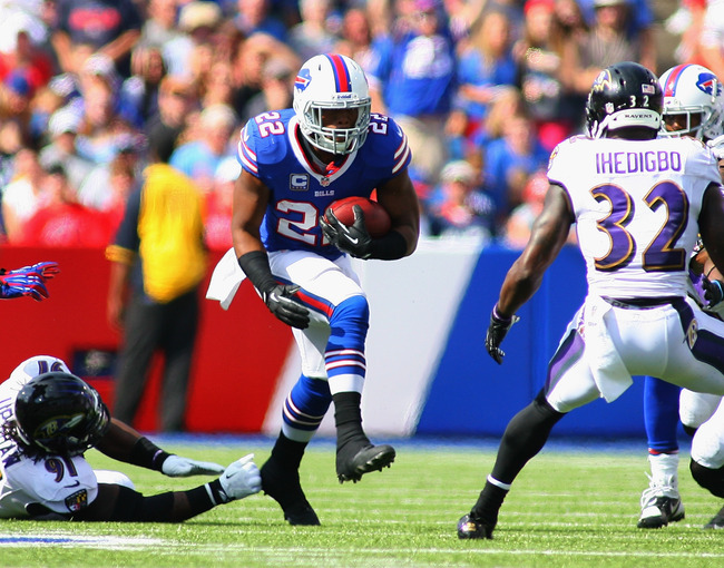 Hi-res-182388348-fred-jackson-of-the-buffalo-bills-runs-against-the_crop_650