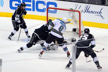 Hi-res-169608427-jonathan-quick-of-the-los-angeles-kings-makes-the-save_display_image