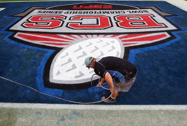 Hi-res-158998842-logo-is-painted-in-the-endzone-by-a-worker-during-media_crop_650x440