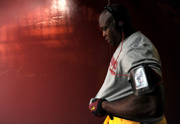 Hi-res-180157452-linebacker-london-fletcher-of-the-washington-redskins_display_image