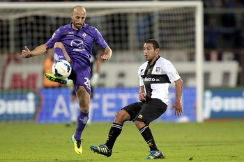 Hi-res-182555802-borja-valero-of-acf-fiorentina-fights-for-the-ball-with_display_image