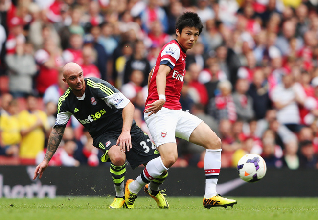 Hi-res-181536502-ryo-miyaichi-of-arsenal-evades-stephen-ireland-of-stoke_crop_650