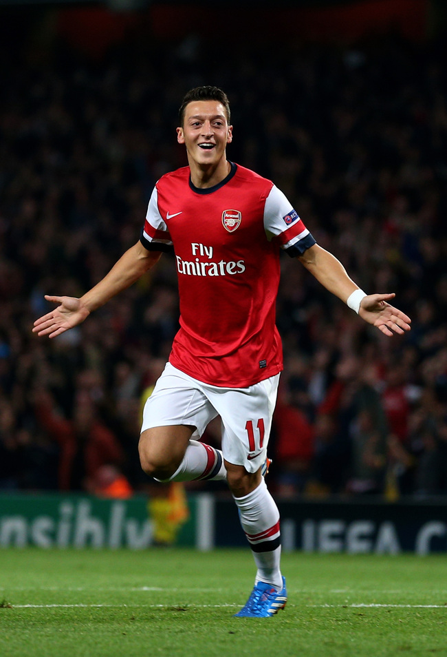 Hi-res-182601656-mesut-oezil-of-arsenal-celebrates-after-scoring-the_crop_650