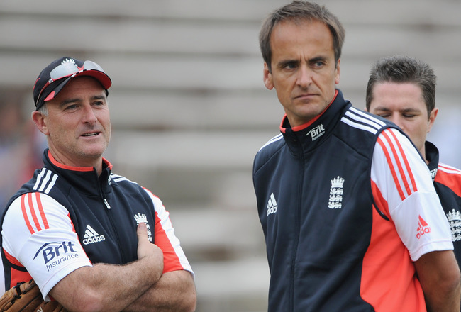 Hi-res-120250221-performance-director-david-parsons-with-batting-coach_crop_650x440