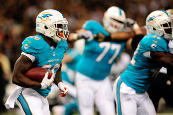Hi-res-182563791-lamar-miller-of-the-miami-dolphins-runs-for-yards_display_image